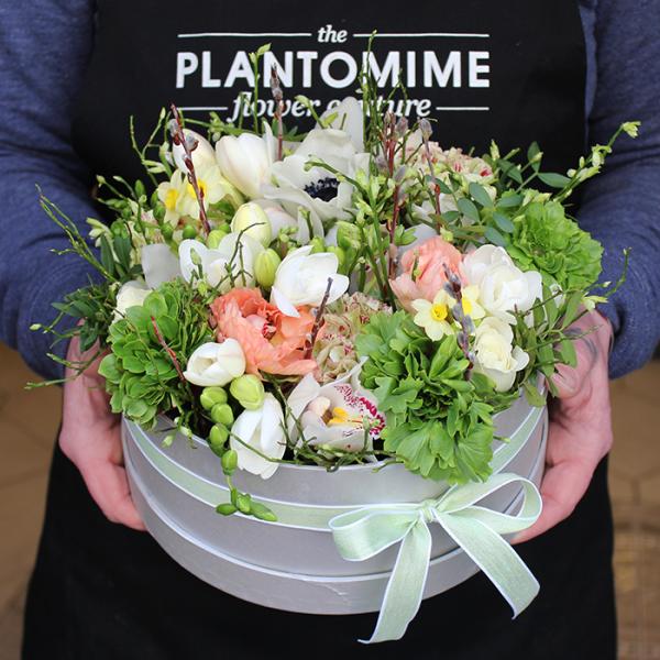 Tavaszi Flower box kerek vegyes virágokkal